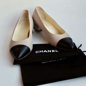 Chanel Signature Tan & Black Lambskin Pump